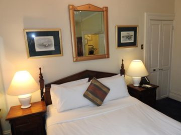 Standard Double - Manor House Hotel Darlinghurst Sydney-3